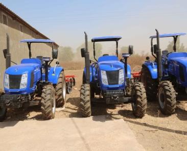 22-Remise-de-02-moissoneuses-et-03-tracteurs-pour-les-producteurs-de-riz-de-l-ANAMBE-1024x683